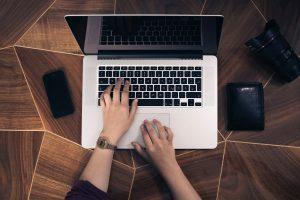 SEO Arbeiten am Laptop